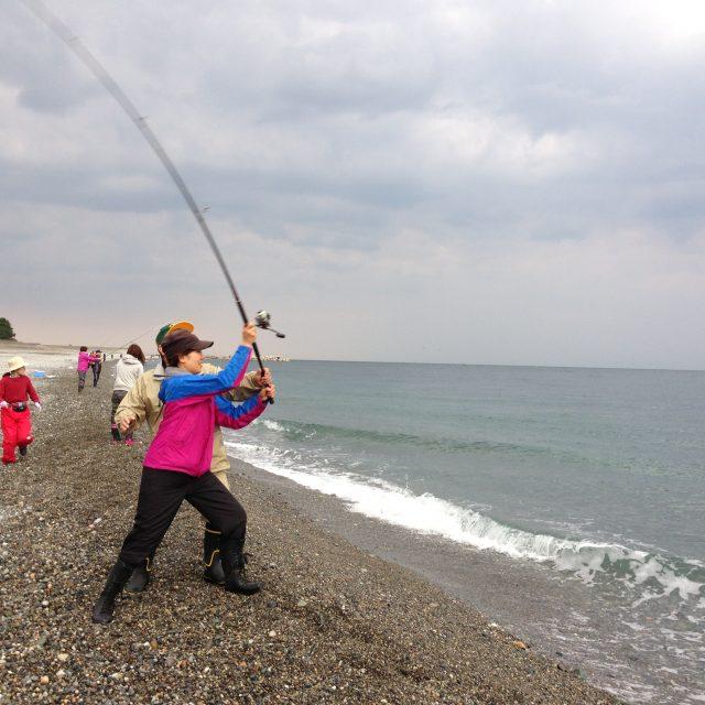 ヒスイ海岸で投げ釣り