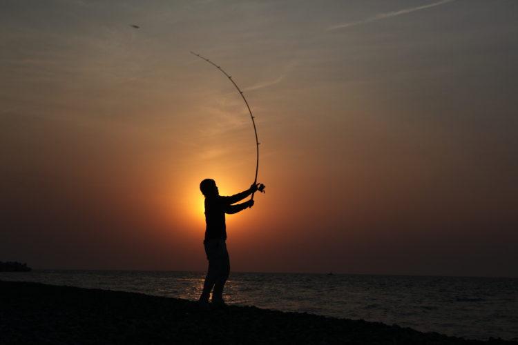 黄昏の釣人